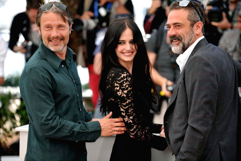 "Actor Mads Mikkelsen (L) , actress Eva Green (C) and actor Jeffrey Dean Morgan pose during the photocall for the film ""The Salvation"" at the 67th Cannes ... - Mads Mikkelsen"