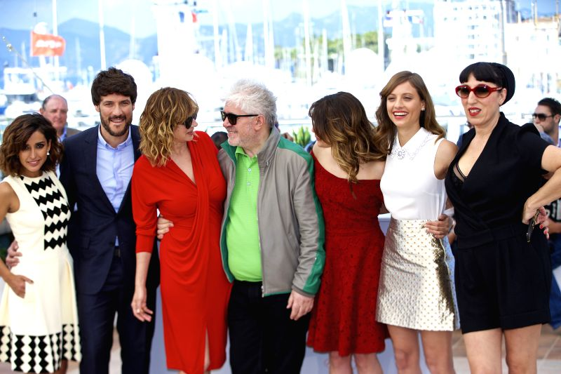 CANNES, May 17, 2016 - Director Pedro Almodovar(C) and cast members Inma Cuesta, Daniel Grao, Emma Suarez, Adriana Ugarte, Michelle Jenner and Rossy de Palma (L-R) pose during a photocall for the ...