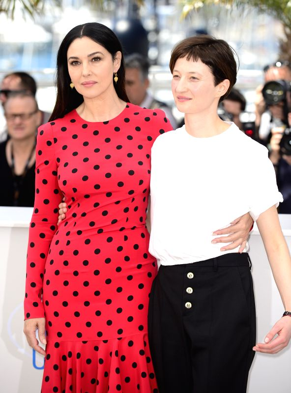 """Italian actresses Monica Bellucci (L) and Alba Rohrwacher pose during the photocall for """"Le Meraviglie"""" (The Wonders) at the 67th Cannes Film Festival in ... - Monica Bellucci"""