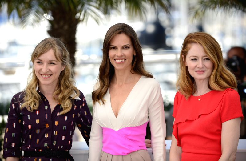 """U.S. actress Hilary Swank, Danish actress Sonja Richter and Australian actress Miranda Otto (from L to R) pose during the photocall for """"The Homesman"""" at ... - Hilary Swank"""