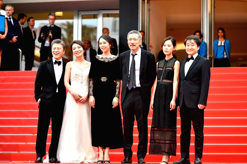 CANNES, May 22, 2017 - South Korean actor Kwon Hae-hyo, actress Cho Yun-hee, actress Kim Min-hee, director Hong Sang-soo, actress Kim Sae-byuk and director of photography Kim Hyung-koo (from L to R) ... - Kwon Hae