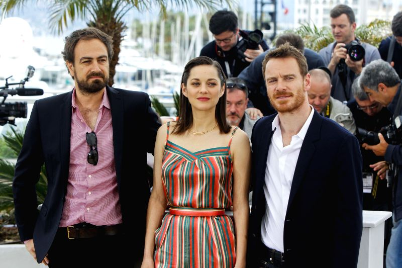 """Director Justin Kurzel (L), actress Marion Cotillard (C) and actor Michael Fassbender pose during the photocall of the film """"Macbeth"""" in competition at the ... - Marion Cotillard"""