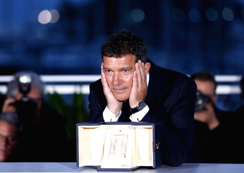 """CANNES, May 26, 2019 (Xinhua) -- Antonio Banderas, winner of the Best Actor award for the film """"Dolor Y Gloria (Pain and Glory)"""" poses during a photocall at the 72nd Cannes Film Festival in Cannes, France, on May 25, 2019. The curtain of the 72nd edi"""