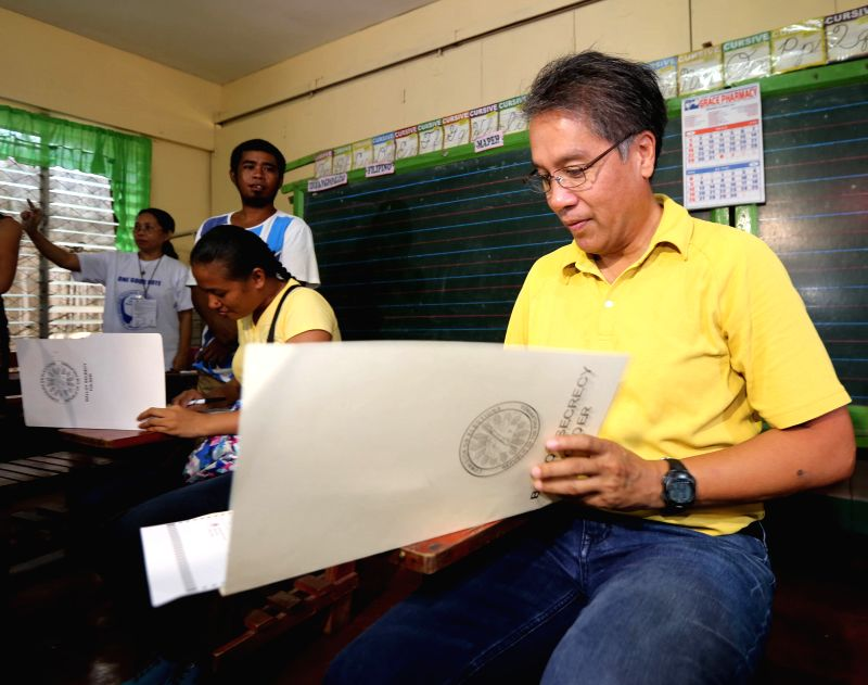 CAPIZ PROVINCE, May 9, 2016 - Presidential candidate Mar Roxas casts his vote in Capiz Province, the Philippines, May 9, 2016. Millions of Filipinos began casting their votes in polling centers ...