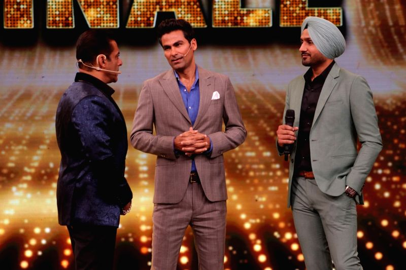 Caption: Actor Salman Khan along with former India cricketers Harbhajan Singh and Mohammad Kaif on the sets of Bigg Boss 13.
