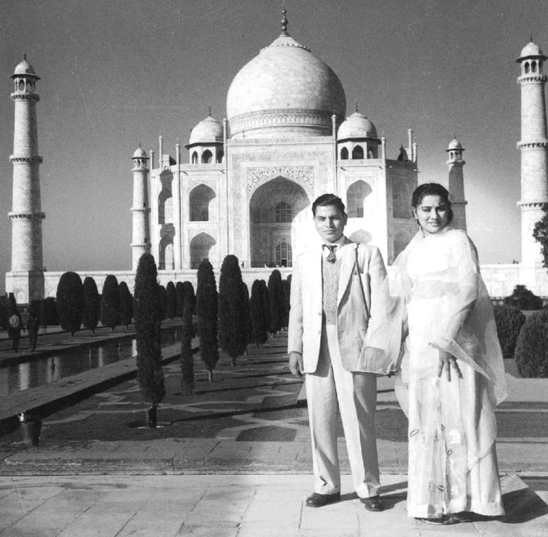 Caption: Ex-Chief Minister and former Union Minister, Abdul Rahman Antulay and his wife Nargis Antulay.