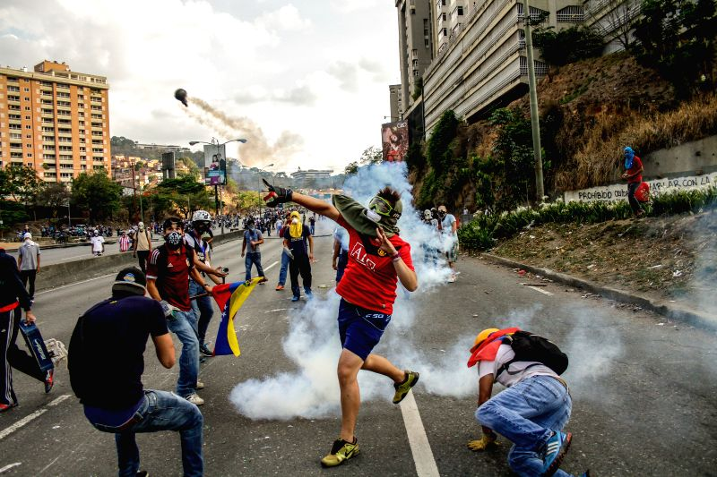 Demonstrators clash with elements of the Bolivarian National Police in Caracas, Venezuela, on April 21, 2014.