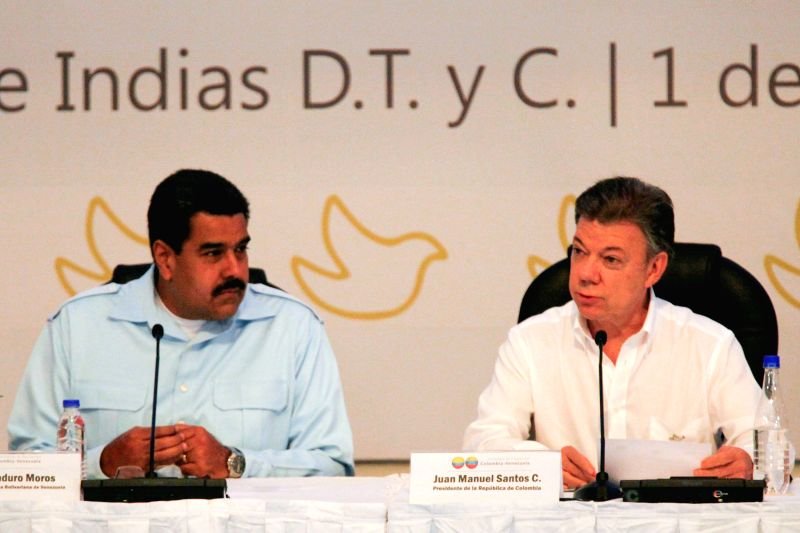 Colombian President Juan Manuel Santos(R) and his Venezuelan counterpart Nicolas Maduro attend a bilateral meeting, in Cartagena, Colombia, on Aug. 1, 2014. Santos