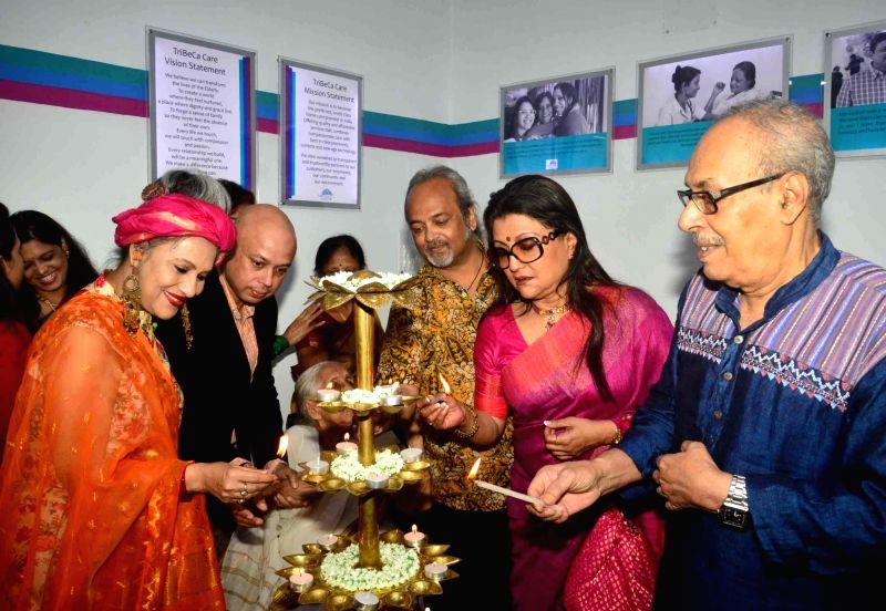 Celebrities Aparna Sen, Nabaneeta Dev Sen, Shirshendu Mukhopadhyay, Alokananda Roy, Soumitra during the inauguration of TriBeCa Care's Geriatric and Rehabilitation Clinic in Kolkata on Aug ... - Nabaneeta Dev Sen and Alokananda Roy