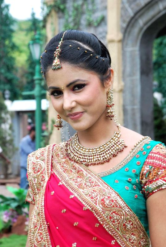 online dramas star plus hot actress hina khan latest photos 2012 450