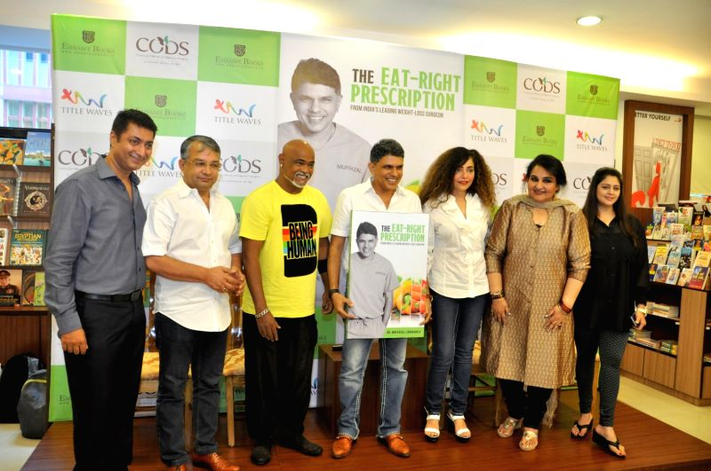 Celebs during launch of author Muffazal Lakdawala book The Eat-Right Prescription, in Mumbai, on May 24, 2016.