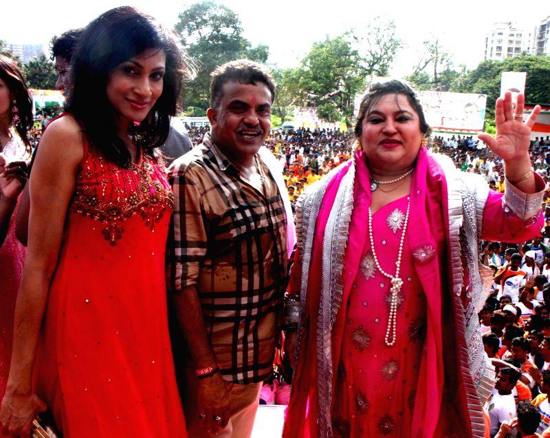 Chandi Perera, Sanjay Nirupam & Dolly Bindra during Dahi Handi festival at Politician Sanjay Nirupam`s Dahi Handi in Mumbai on August 29, 2013.