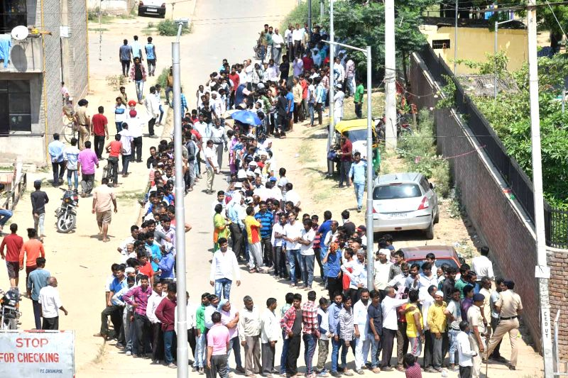 Chandigarh: A view of serpentine queue outside a polling booth during the seventh and the last phase of 2019 Lok Sabha Elections in Chandigarh on May 19, 2019. (Photo: IANS)