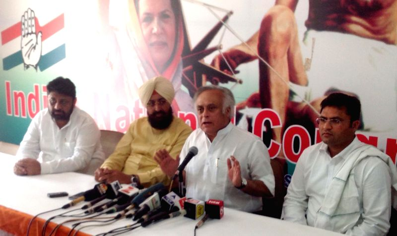 Congress leaders Jairam Ramesh and Partap Singh address a press conference regarding land acquisition bill in Chandigarh, on April 4, 2015. - Partap Singh