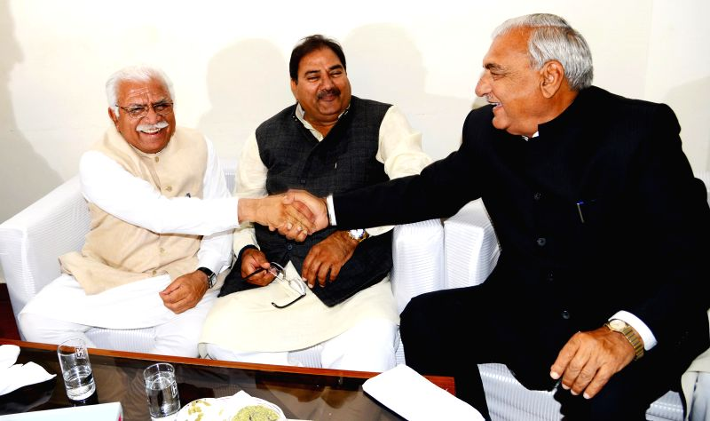 Haryana Chief Minister Manohar Lal Khattar (L), INLD leader Abhay Singh Chautala (C) and former Chief Minister Bhupinder Singh Hooda at a lunch meet in Chandigarh on Feb 20, 2015. - Manohar Lal Khattar