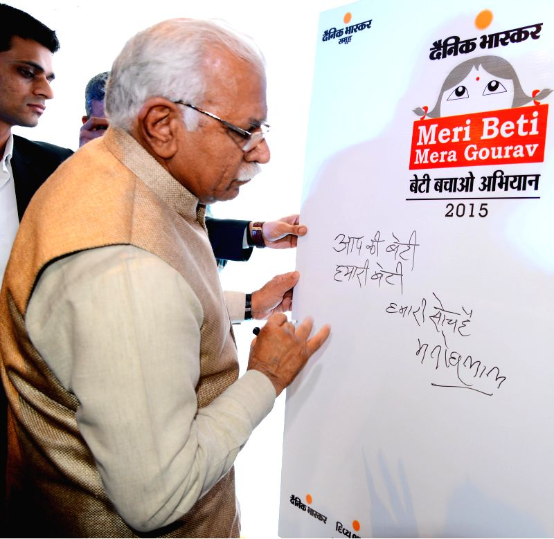 Haryana Chief Minister Manohar Lal Khattar writes a message during inauguration of `Meri Beti Mera Gaurav-2015` in Chandigarh, on March 2, 2015. - Manohar Lal Khattar