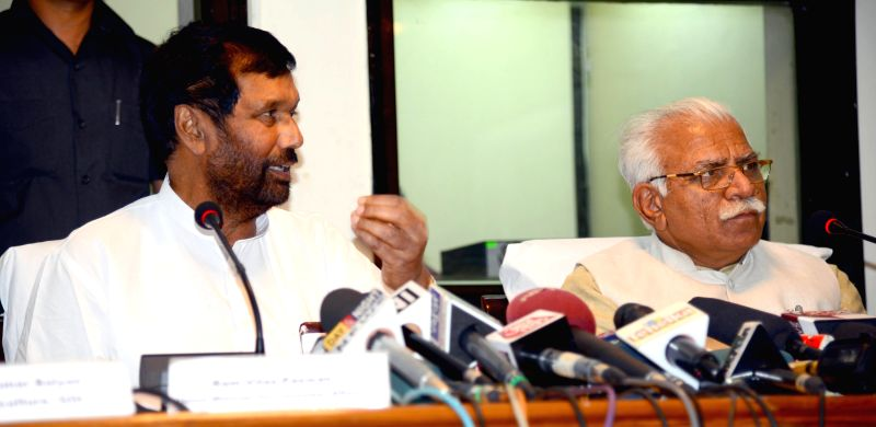 Haryana Chief Minister Manohar Lal Khattar, LJP chief and Union Minister for Consumer Affairs, Food and Public Distribution Ramvilas Paswan address a press conference in Chandigarh, on ... - Manohar Lal Khattar
