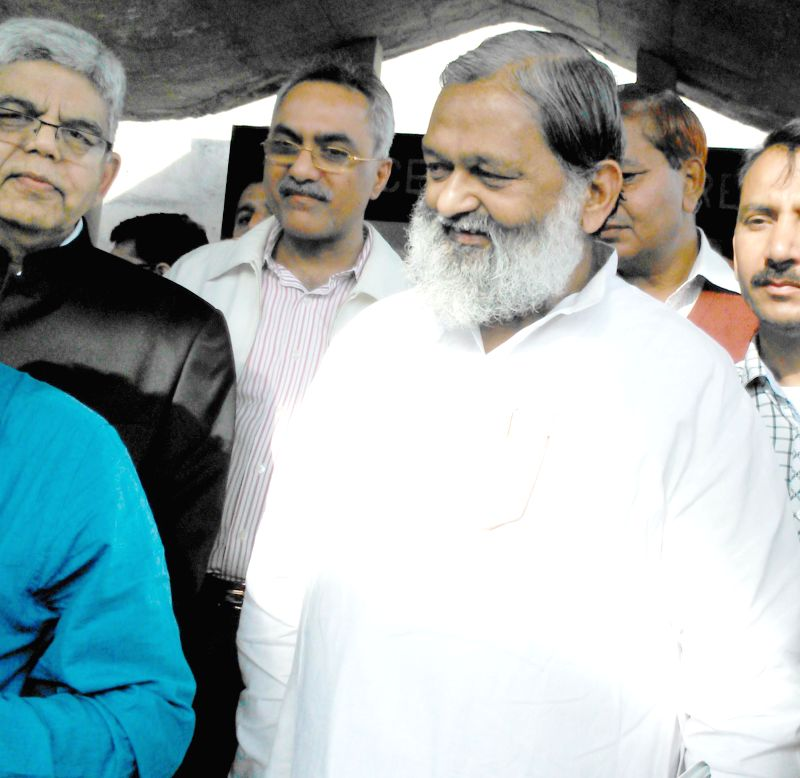 Haryana Health Minister Anil Vij visits the patients who have been admitted to the PGIMER (Post Graduate Institute of Medical Education and Research) after the cataract surgery done on ... - Anil Vij