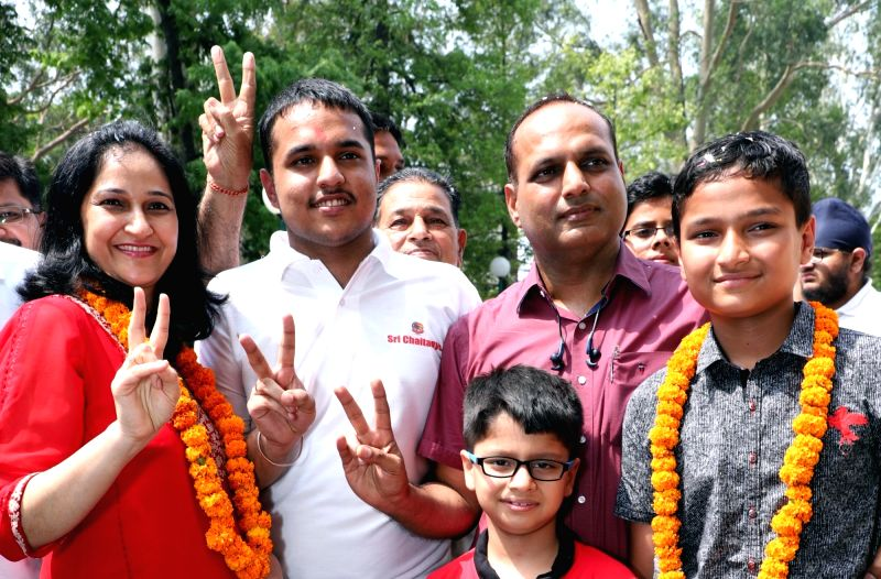 :Chandigarh: JEE-Advanced 2018 topper Pranav Goyal celebrates his achievement with family in Chandigarh, on June 10, 2018. (Photo: IANS).
