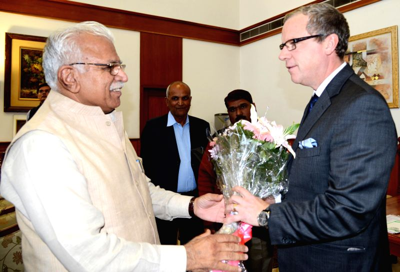 Saskatchewan (Canada) Premier Brad Wall calls on Haryana Chief Minister Manohar Lal Khattar in Chandigarh, on Nov 21, 2014. - Manohar Lal Khattar