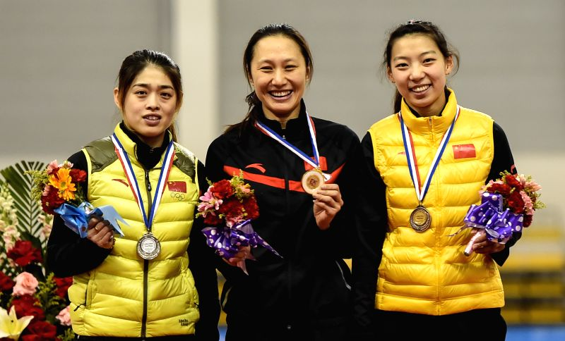 China's Zhang Hong (C) and her compatriots Yu Jing (L), Li Qishi pose during the awarding ceremony of the women's 500m event at the Asian Single Distances Speed ..