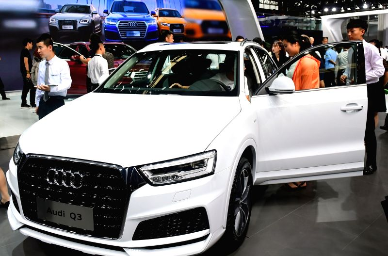 CHANGCHUN, July 13, 2018 - People visit the 15th China (Changchun) International Auto Expo in Changchun, northeast China's Jilin Province, July 13, 2018. The ten-day expo, which kicked off Friday, ...