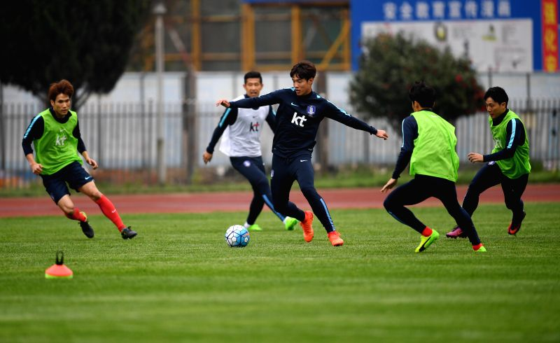 CHANGSHA, March 20, 2017 - Players of South Korea take part in the training session for the Russia 2018 World Cup qualifier against China in Changsha, capital of central China's Hunan Province, on ...