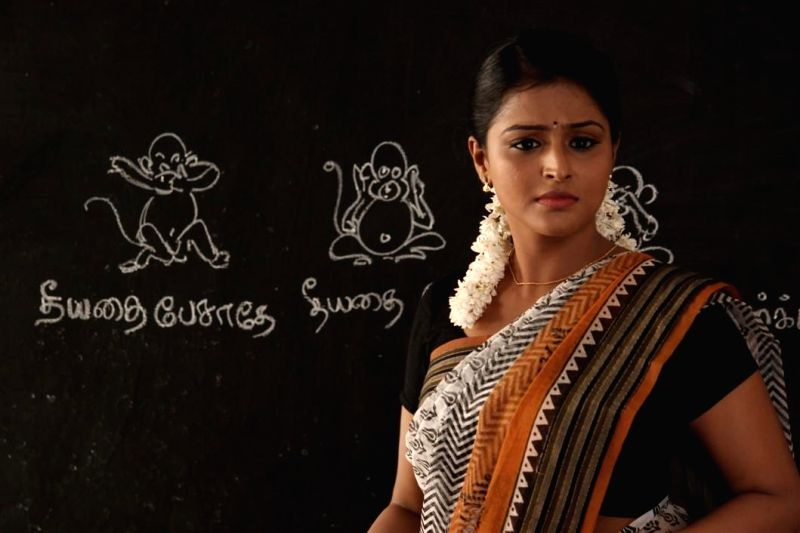 Actress Remya Nambeesan at tamil movie Naalu Polisum Nalla Irundha Oorum