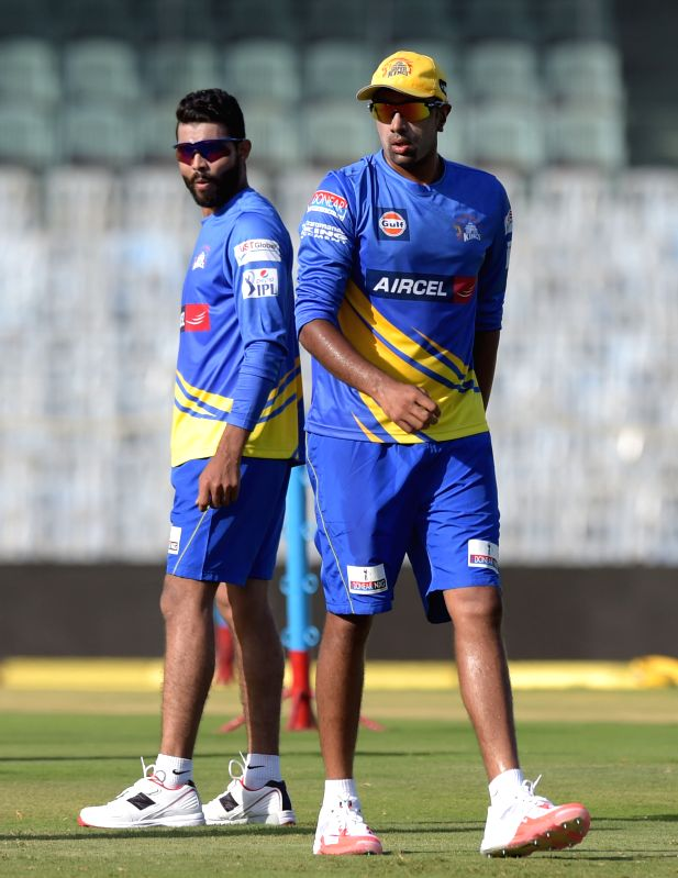 Chennai Super Kings (CSK) players Ravindra Jadeja and Ravichandran Ashwin during a practice session for the upcoming IPL matches in Chennai on April 8, 2015. - Ravindra Jadeja