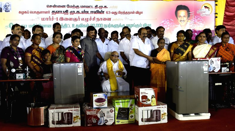 DMK chief M Karunanidhi during a programme organised to celebrate the birthday of his son and party Treasurer M K Stalin in Chennai, on Feb 28, 2015.