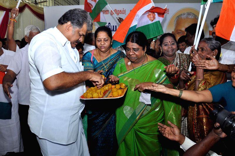 Former Congress leader G K Vasan unveils his party flag in Chennai, on Nov 26, 2014.