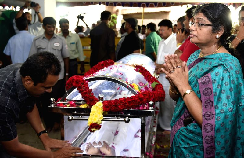 Friends and relatives of Tamil filmmaker K. Balachander pay their last respects to the filmmaker at his residence in Chennai, on Dec 24, 2014.