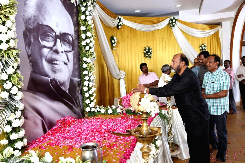 Friends and relatives of Tamil filmmaker K. Balachander pay tribute to the filmmaker during a programme organised to perform rituals and rites on the 13th day of his death in Chennai, on Jan