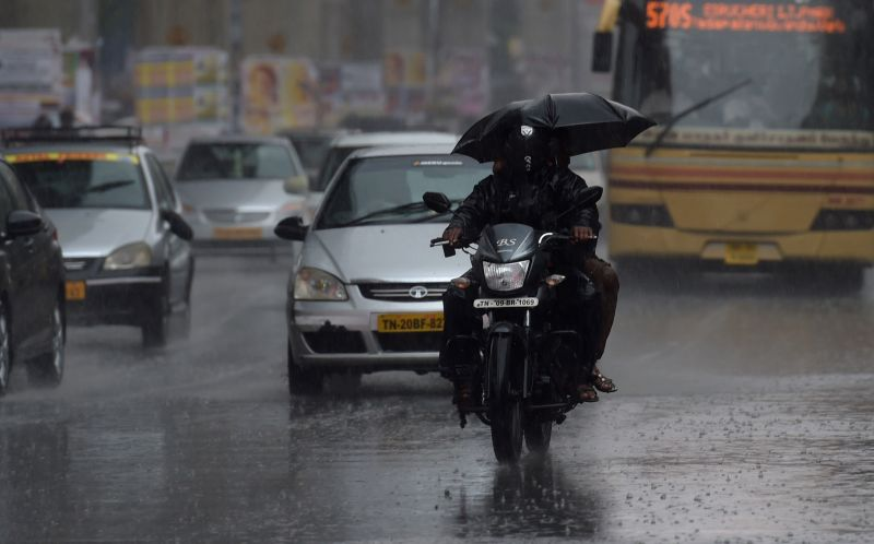 Heavy rains lash Chennai on April 15, 2015.