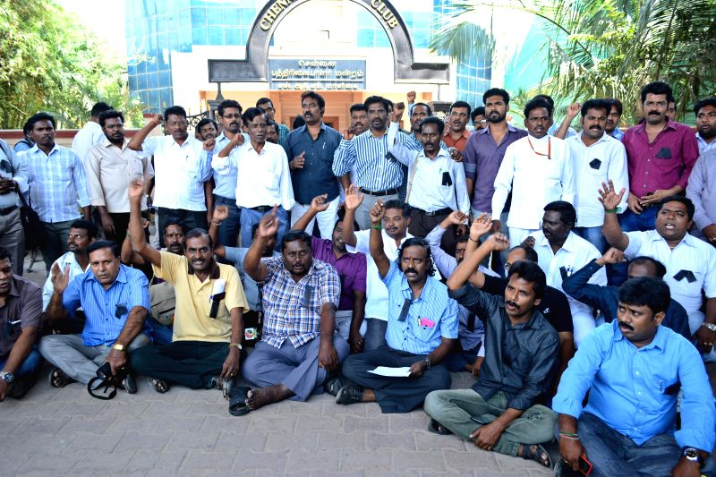 Journalists protest against an attack on the office of Tamil news channel Puthiya Thalaimurai in Chennai, on March 12, 2015.