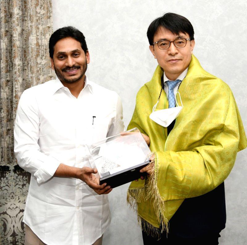Chennai South Korean Consul General calls on Andhra CM.