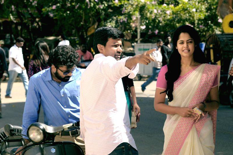 Stills from Tamil film 'Thamilukku En Ondrai Aluthavum'.