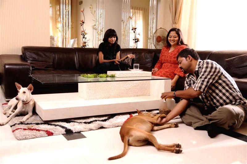 Stills from upcoming Tamil film `Vaanavil Vaazhkai`.