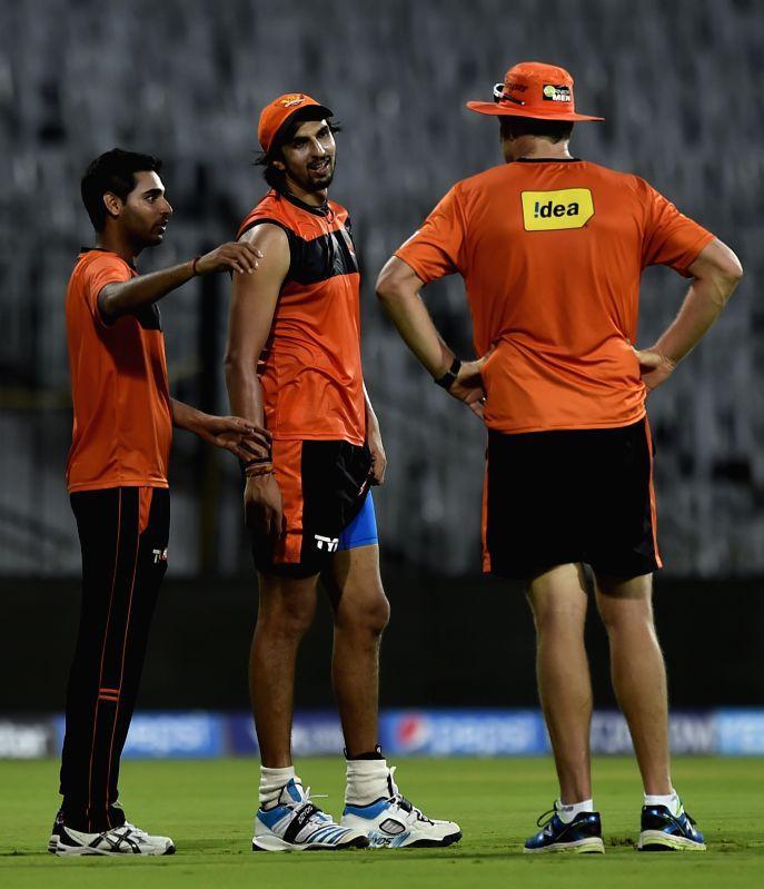 Sunrisers Hyderabad (SRH) players Ishant Sharma and Bhuvneshwar Kumar during a practice session at the M A Chidambaram Stadium in Chennai, on April 10, 2015. - Ishant Sharma and Bhuvneshwar Kumar