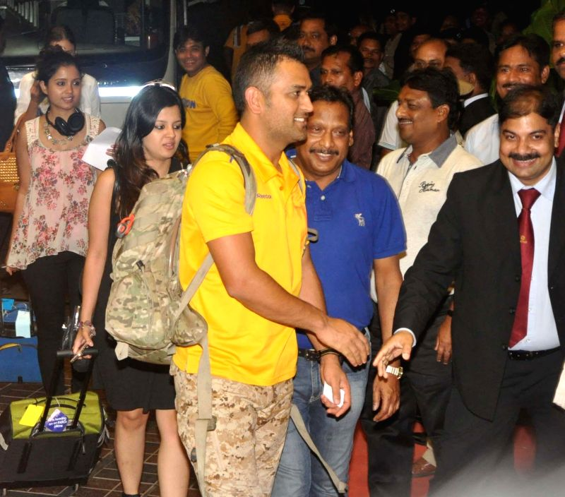 Chennai Super Kings captain MS Dhoni and his wife Sakshi arrive at a hotel in Bhubaneswar on May 6, 2014. - MS Dhoni