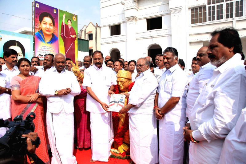 Tamil Nadu Chief Minister O Paneerselvam along with AIADMK party's senior leaders and party workers paying tribute to party founder the late M G Ramachandran on his 95th birth anniversary, ..