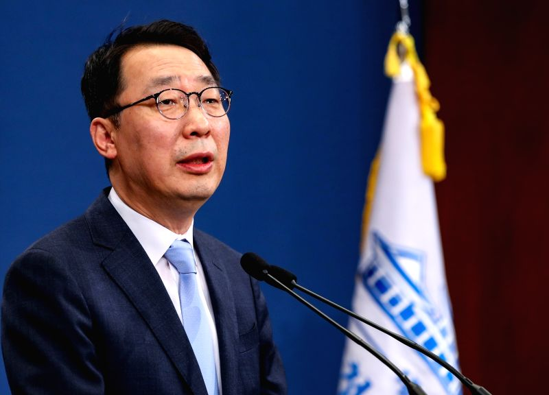 Cheong Wa Dae spokesman Yoon Young-chan speaks during a press briefing at the presidential office in Seoul on May 25, 2018, on the outcome of the National Security Council (NSC) meeting ...