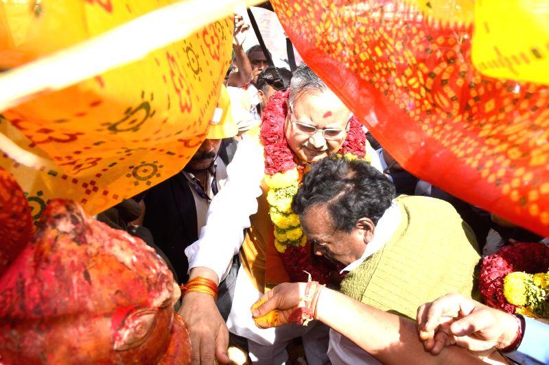 Chhattisgarh Chief Minister Raman Singh during Medaram Samakka Sarakka Jatara festival in Warangal, Telangana  on Feb 1, 2018. - Raman Singh
