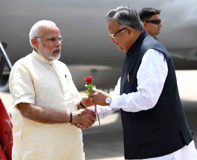 Chhattisgarh Chief Minister Raman Singh receives Prime Minister Narendra Modi on his arrival in Raipur, on June 14, 2018. - Raman Singh and Narendra Modi