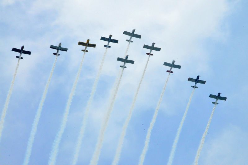 AeroDYNAMIX Team performs during the 56th Annual Chicago Air and Water Show in Chicago, the United States, Aug. 16, 2014. The Chicago Air and Water Show is the ...