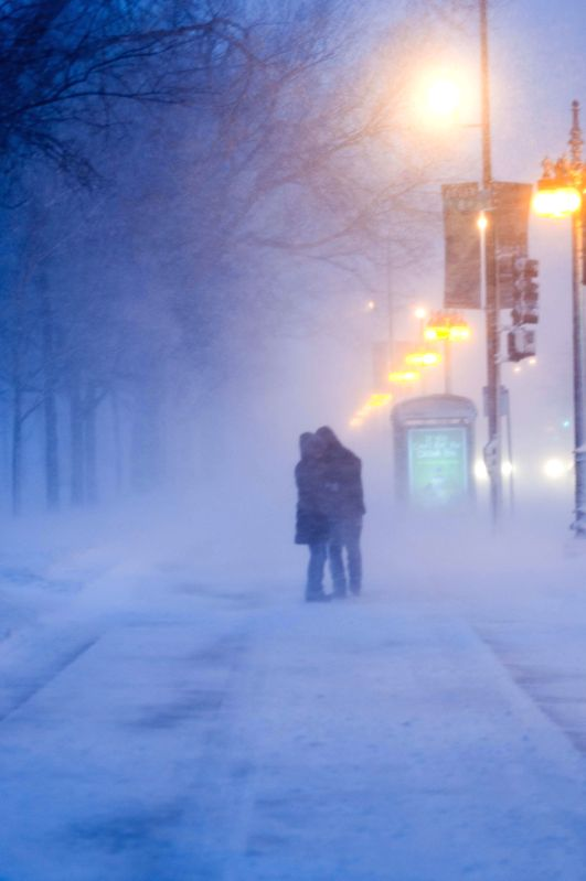 Lovers kiss each other in blizzard in Chicago, the United States, on Feb. 1, 2015. A blizzard hit Chicago on Sunday morning and caused more than 1,000 flights ...