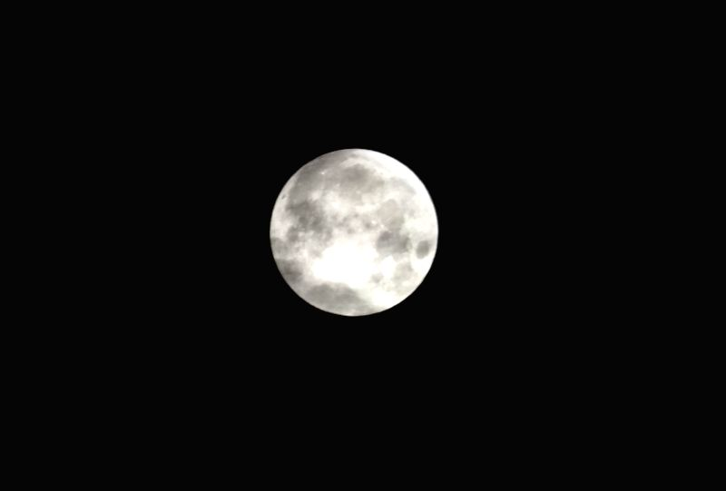 """CHICAGO, Jan. 31, 2018 - """"Super moon"""" appears in the sky over Chicago, the United States, on Jan. 31, 2018."""