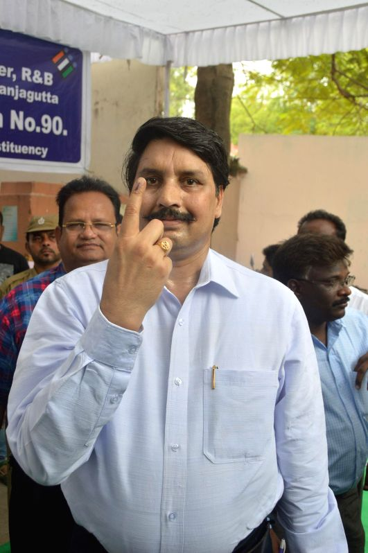 Chief Electoral Officer Bhanwar Lal shows his fore finger marked with phosphorous ink after casting his vote at a polling booth during the seventh phase of 2014 Lok Sabha Polls in Hyderabad on April .