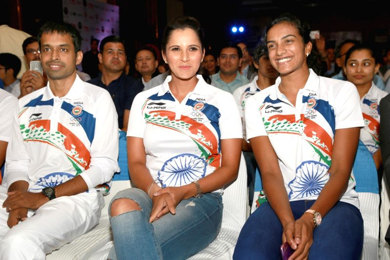 Chief national badminton coach Pullela Gopichand, tennis player Sania Mirza and badminton player PV Sindhu during the sendoff ceremony of Indian Contingent for Rio Olympics 2016, ... - Sania Mirza