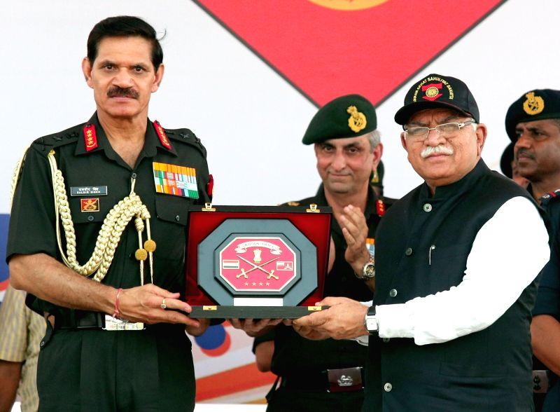 Chief of Army Staff, General Dalbir Singh presents a memento to Haryana Chief Minister Manohar Lal Khattar at the foundation stone laying ceremony of Jai Jawan Awas Yojna (JJAY), in ... - Manohar Lal Khattar and Dalbir Singh